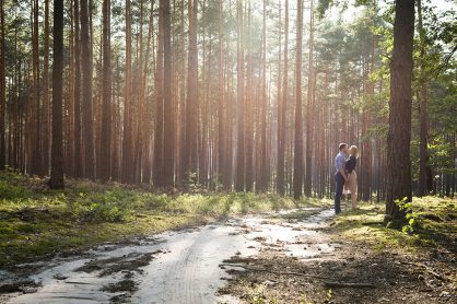 sesja narzeczeńska w lesie fotograf na wesele podkarpacie