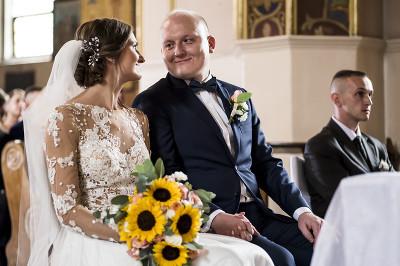 Para Młoda w Kościele w Lubaczowie Polecany Fotograf ślubny Podkarpacie