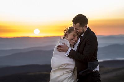 Sesja w Bieszczadach o wschodzie słońca polecany fotograf ślubny z Rzeszowa Podkarpacia Obiektywniej Maciej Banasik